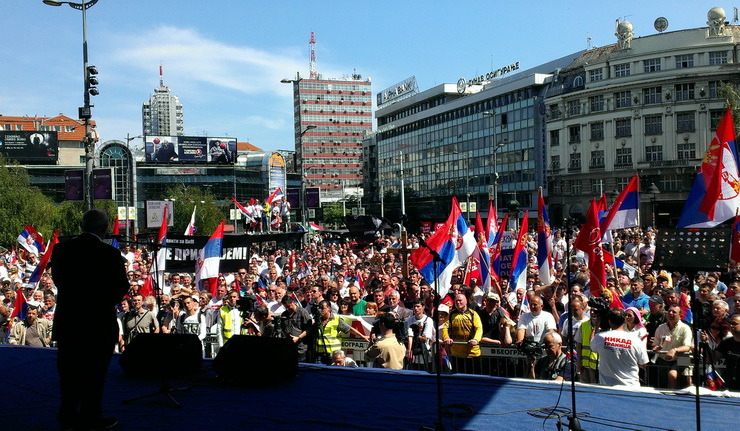 Amid media blackout Serbians continue to protest capitulation of Kosovo